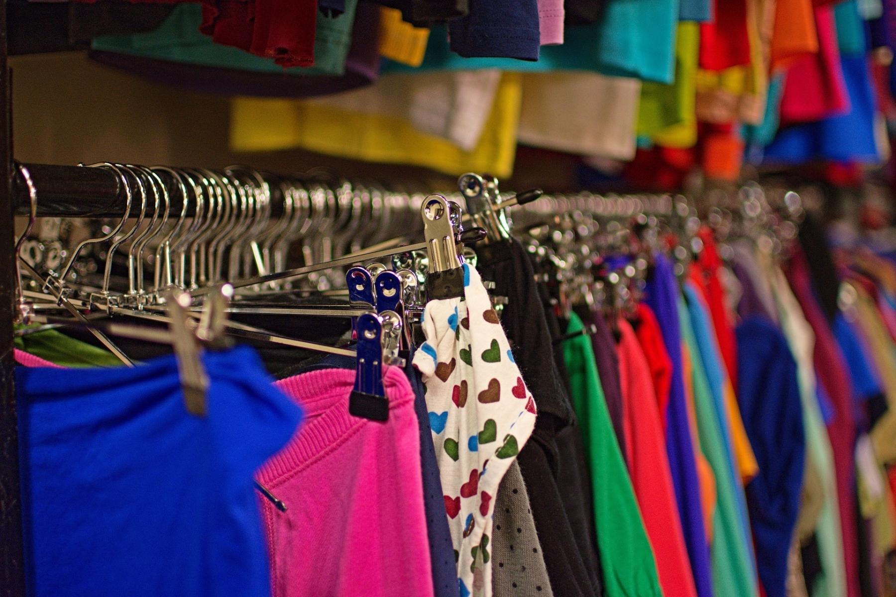 b93b131bc6e6 Vítejte v naší dámské sekci secondhandu nabízíme široký sortiment oblečení.  Víme